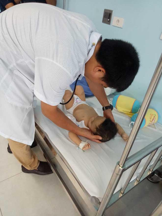 Bất ngờ lộ diện người bỏ rơi bé trai 1 tuổi bị đánh bầm tím toàn thân - 1