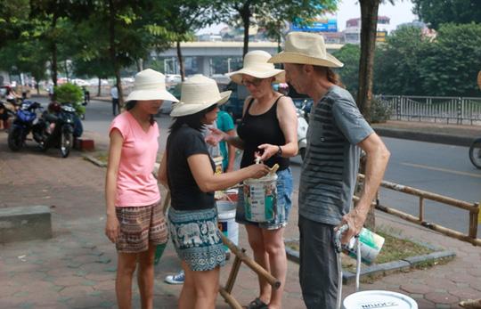 Gặp cựu binh dù Mỹ trở lại Hà Nội diệt… tường bẩn - 3