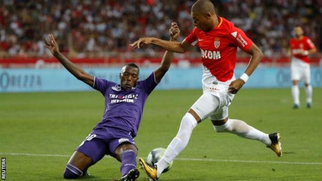 """Mbappe 180 triệu euro đến Manchester, Real – Barca """"phát hoảng"""" - 2"""