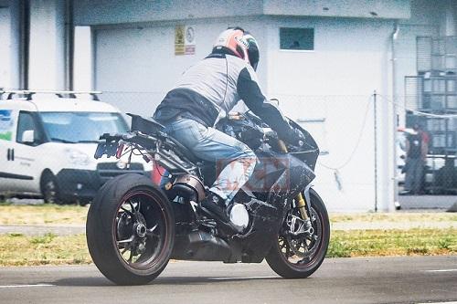 Siêu mô tô động cơ V4 của Ducati sắp trình làng - 2