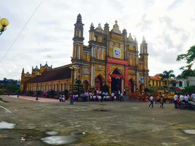 Cận cảnh nhà thờ hơn 100 năm tuổi cháy rực trong đêm - 8