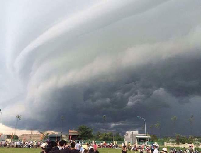 """Vụ mây kỳ quái tựa UFO ở Sầm Sơn: """"Ảnh tôi chụp là thật 100%"""" - 2"""