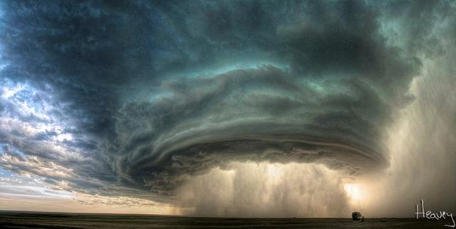 """Đám mây kì lạ """"nuốt chửng"""" biển Sầm Sơn từng xuất hiện nhiều nơi - 3"""