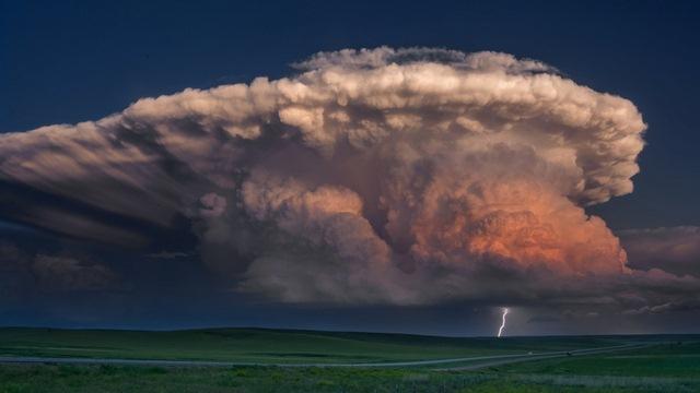 """Đám mây kì lạ """"nuốt chửng"""" biển Sầm Sơn từng xuất hiện nhiều nơi - 4"""