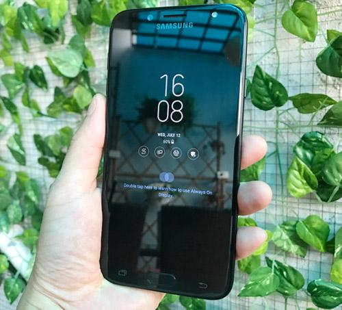 """Bộ tứ smartphone cho người thích """"sống ảo"""", giá tầm trung - 1"""