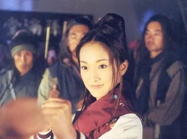 Phiên bản do Châu Tấn và Lý Á Bằng bám sát nguyên tác đồng thời làm nổi bật chất võ hiệp của tiểu thuyết Kim Dung. Phim miêu tả kĩ cảnh giao tranh của hàng vạn quân binh chứ không làm  hời hợt  như các phiên bản khác.