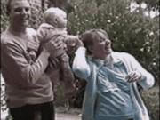 """Ảnh động: Những ông bố  """" tay nhanh hơn não """""""