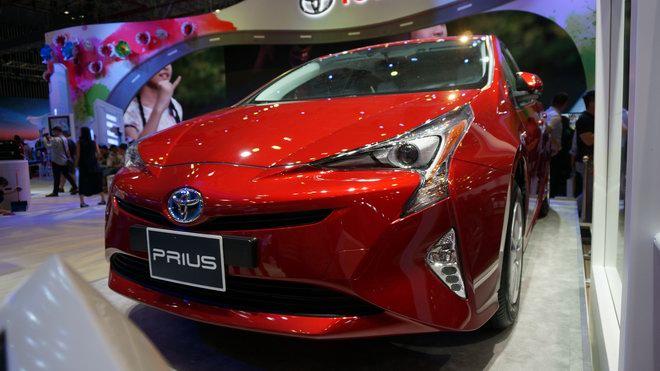 """Cận cảnh """"xe xanh"""" Toyota Prius 2017 ở Việt Nam - 3"""