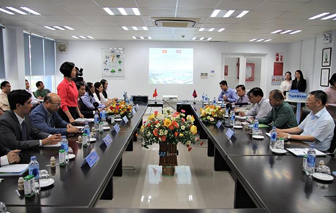 Đoàn đại biểu cấp cao của Lào tới thăm nhà máy sữa Vinamilk tại Việt Nam - 1