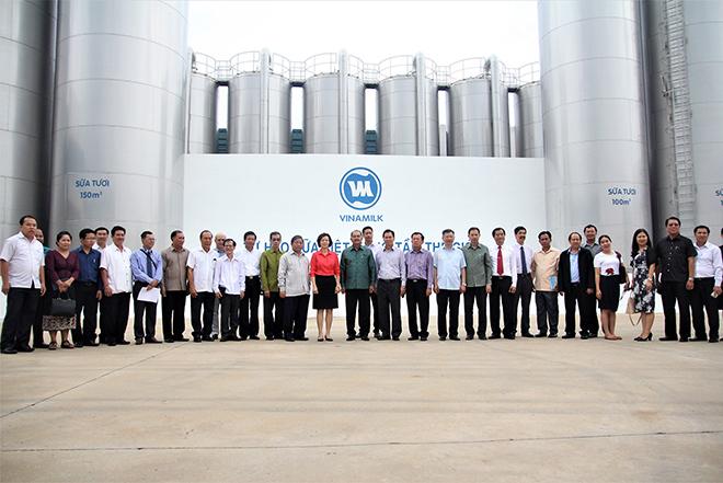 Đoàn đại biểu cấp cao của Lào tới thăm nhà máy sữa Vinamilk tại Việt Nam - 3