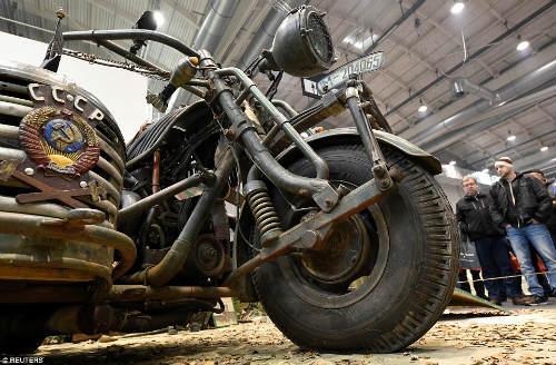 Kinh hoàng môtô mang động cơ xe tăng 1000 mã lực - 3