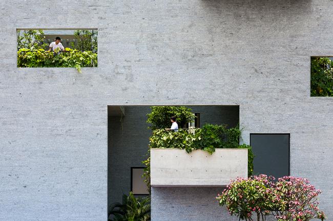 Mới đây,  Bình House  đã lọt vào top 11 kiến trúc mới tiêu biểu nhất thế giới do Liên hoan Kiến trúc Thế giới (World Architecture Festival - WAF) bình chọn.