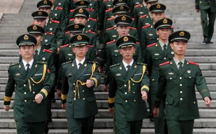 Quân đội TQ đang bị thứ trên điện thoại di động đe dọa - 2