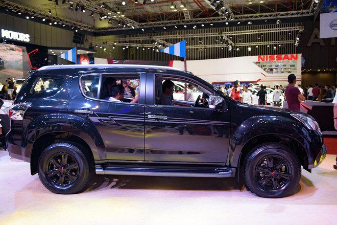 Isuzu mu-X Black Limited Edition 2017 giá 982 triệu đồng - 4
