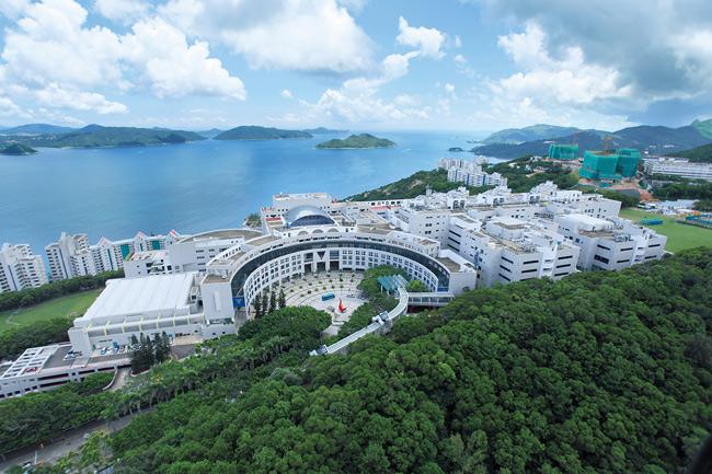 2. Đại học Khoa học và Công nghệ Hồng Kông (HKUST) được thành lập vào năm 1991, là đại học nghiên cứu quốc tế chất lượng đặc biệt trong các lĩnh vực khoa học, công nghệ, kỹ thuật, quản lý và nghiên cứu kinh doanh. Trường có khoảng 14.200 sinh viên, trong đó có hơn 5.000 sinh viên nước ngoài.