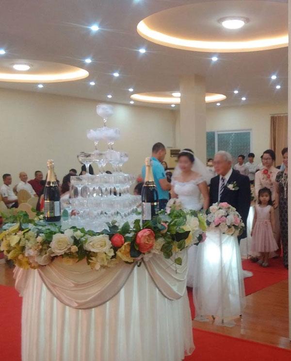 Xôn xao đám cưới cô dâu 20 và cụ ông U70 ở Hải Phòng - 2
