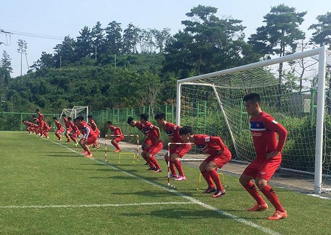 U23 Việt Nam: Công Phượng tập như VĐV điền kinh chờ xông đất SEA Games - 1