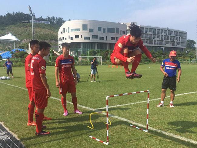 U23 Việt Nam: Công Phượng tập như VĐV điền kinh chờ xông đất SEA Games - 2
