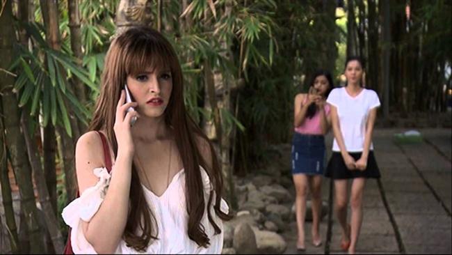 Trong phim Andrea vào vai cô người mẫu xinh đẹp, là vedette của công ty và sẵn sàng cặp đại gia để có tiền. Diễn xuất của ngôi sao người Tây Ban Nha bị đánh giá chưa thuyết phục người xem.