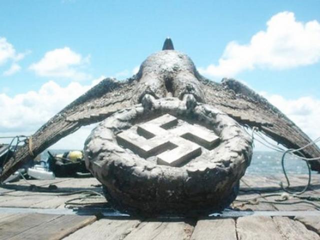 Biểu tượng phát xít Đức dưới biển sâu được bán giá 300 tỉ