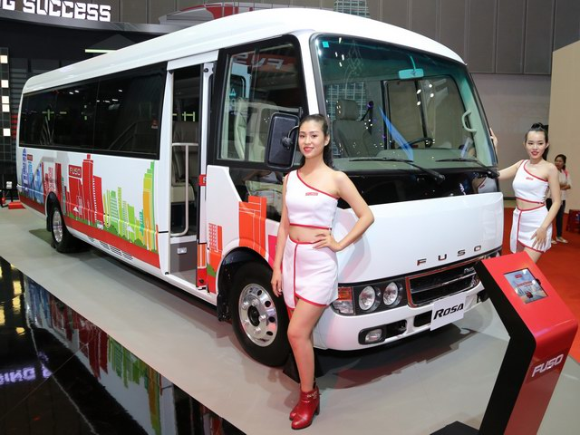 FUSO giới thiệu xe bus Rosa bản đặc biệt đến Việt Nam