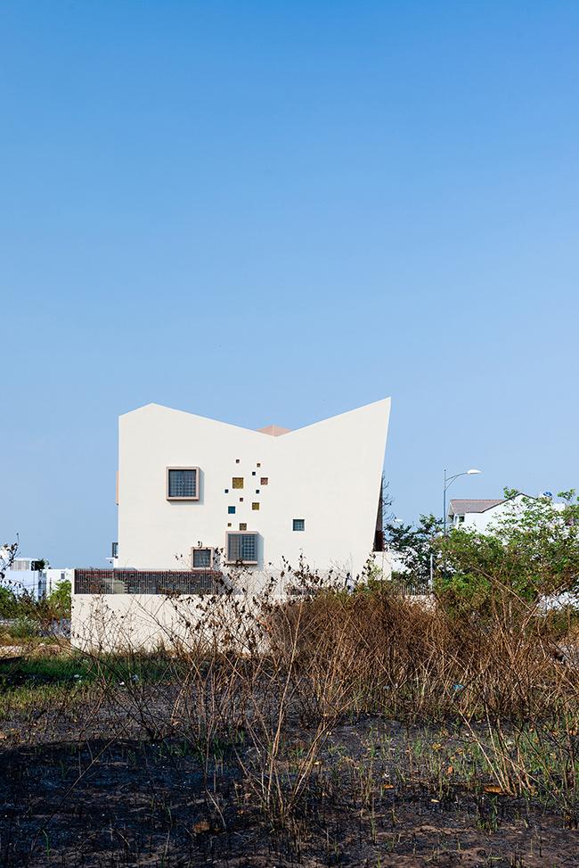 Căn nhà rộng 175m2, là tổ ấm của một gia đình 4 người.