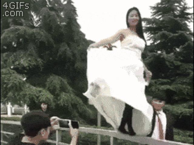 """Ảnh động: Mời """"người yêu cũ"""" đến đám cưới là sai lầm"""