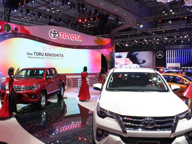 Giá xe giảm điên cuồng, thị trường ô tô vẫn tụt dốc