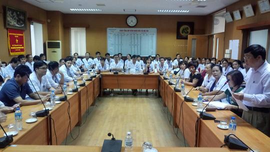 Vụ chạy thận 8 người chết: Cách chức Giám đốc BV Hoà Bình 1 năm - 1