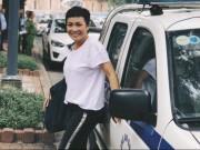 Phương Thanh vẫn cười tươi rói dù bị thu xe