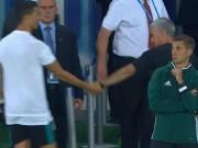 Bóng đá - Ronaldo ôm hôn Mourinho, triệu fan MU mơ ngày tái hợp