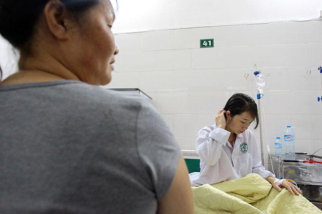 Bệnh nhân nằm la liệt ở hành lang vì sốt xuất huyết hoành hành - 20
