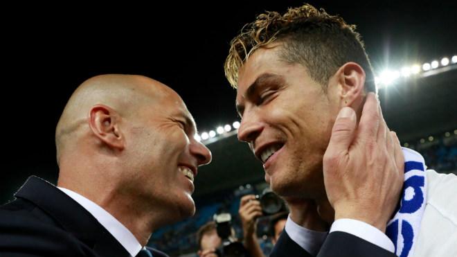 """Real đại chiến Barca: Muốn """"đếm cúp"""", cứ để Ronaldo dự bị"""
