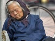 Đau lòng mẹ già 80 tuổi hàng tháng  luân phiên  ở trọ nhà các con trai