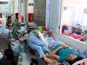 Tin tức trong ngày - Bệnh nhân nằm la liệt ở hành lang vì sốt xuất huyết hoành hành