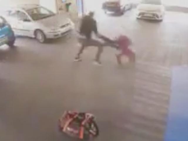 """Vác súng đi cướp, gặp võ sỹ MMA: Ăn đòn """"thân tàn ma dại"""" 1"""