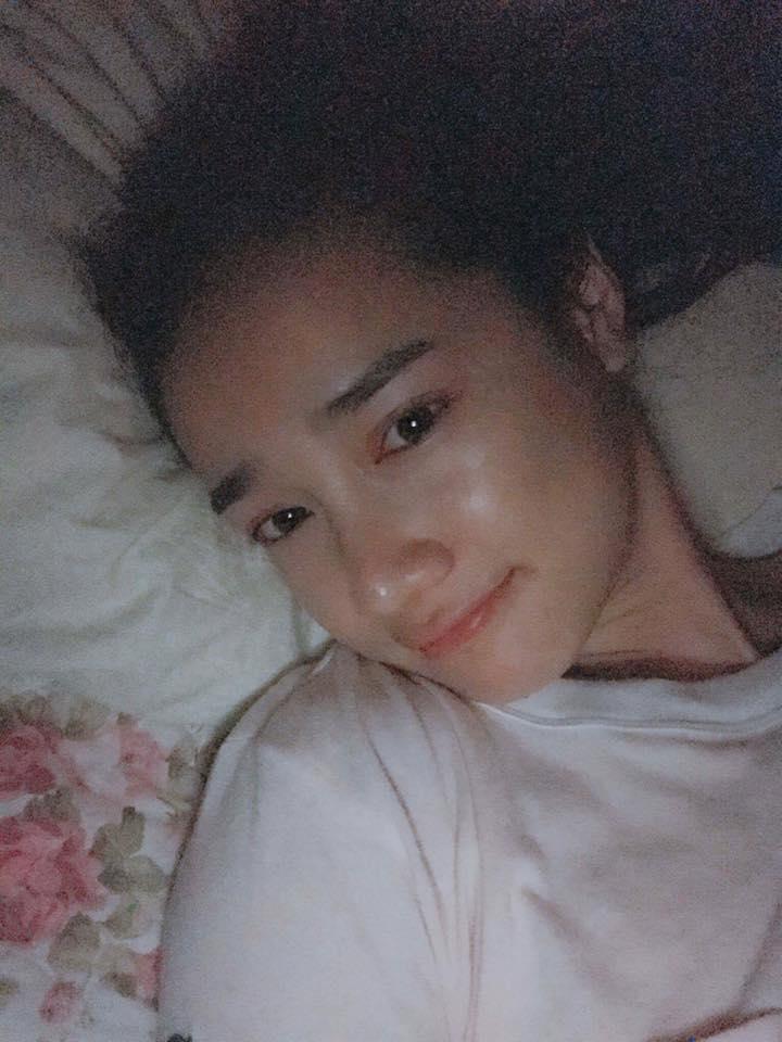 Sao Việt 12/8: Nhã Phương khoe ảnh trên giường, mặt mộc đẹp mê ly - 1