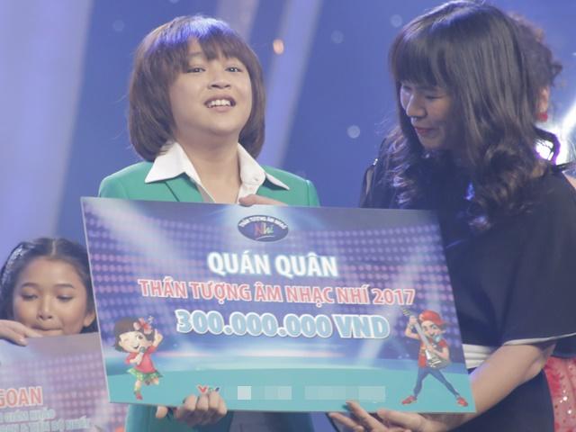 Khoe đủ tài lẻ, cậu bé 12 tuổi giành giải 300 triệu của Vietnam Idol Kids