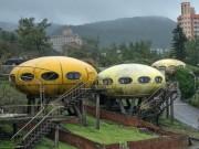 Du lịch - Khung cảnh hoang tàn đến lạnh người bên trong ngôi làng UFO ở Đài Loan