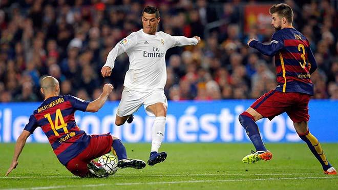 Siêu kinh điển: Ronaldo đá dự bị, nhàn nhã hạ Messi & đoạt Quả bóng Vàng - 2