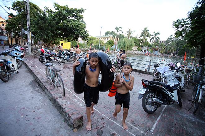 Ao tù hoá bể bơi xanh mát vạn người mê ở Hà Nội - ảnh 12