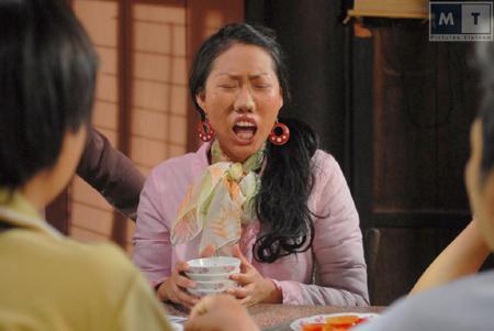 Choáng với tạo hình răng vẩu, ngọng líu lô của các người đẹp màn ảnh Việt - ảnh 2