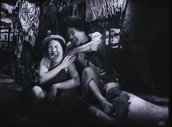 Choáng với tạo hình răng vẩu, ngọng líu lô của các người đẹp màn ảnh Việt - ảnh 12