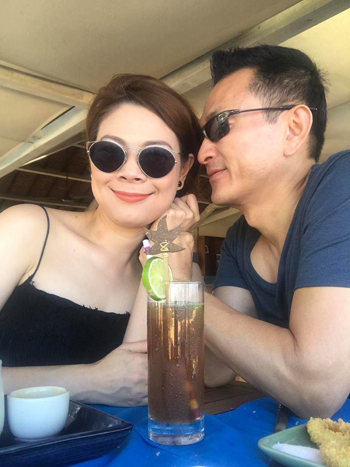 """Sao Việt 13/08: Vợ cũ Phan Thanh Bình lại khoe ảnh bên """"trai lạ"""" - 3"""