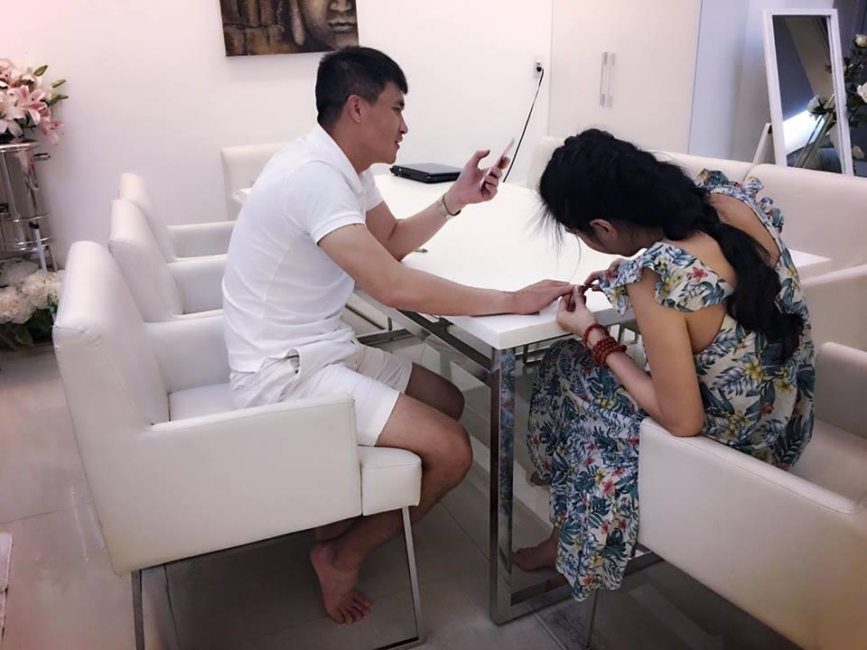 """Sao Việt 13/08: Vợ cũ Phan Thanh Bình lại khoe ảnh bên """"trai lạ"""" - 10"""