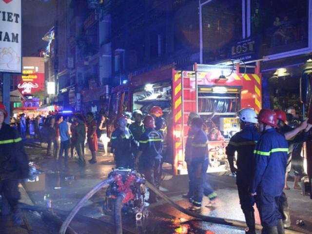 8 người mắc kẹt trong biển lửa ở SG, cứu được 7 người - 4