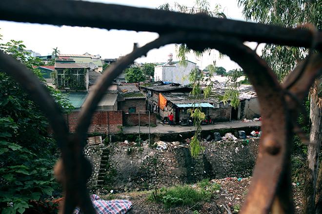 Cận cảnh khu siêu ổ chuột giữa trung tâm Hà Nội - ảnh 1