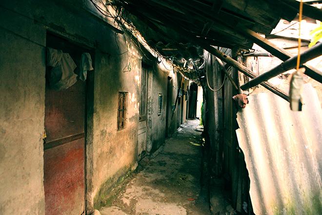 Cận cảnh khu siêu ổ chuột giữa trung tâm Hà Nội - ảnh 2
