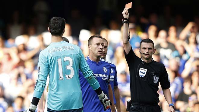 Thuyết âm mưu: Lời nguyền vua Ngoại hạng Anh phá nát Chelsea-Conte?