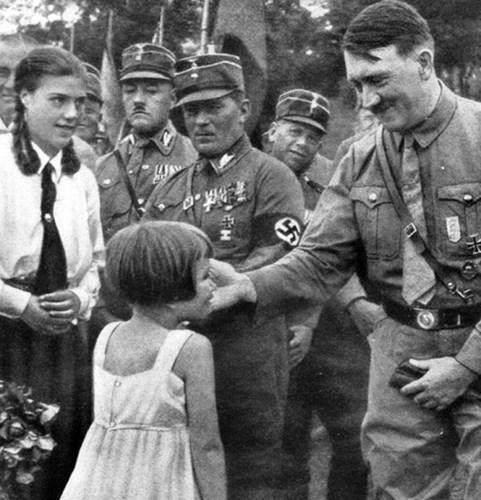 Loạt ảnh hiếm về trùm phát xít Hitler - ảnh 5